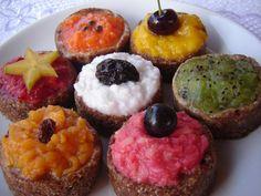 Cupcakes crus, sem açúcar, sem glúten, sem lactose, sem colesterol… e cheios de sabor!
