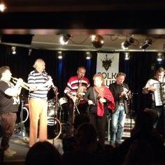 Fuld blæs på balkanmusikken! #PeterBastian, #NikolaJankov og bedstemor på vokalen! #gypsystyle #balkan #jazzhusdexter #odense #mitodense #thisisodense www.thisisodense.dk/10156/peter-bastian-nikola-jankov-p-dexter