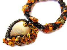 Baltic amber necklace - black yellow - bead embroidery statement necklace with agate and genuine Baltic amber - Amber Heart - 琥珀色 - バルト琥珀