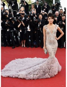 Eva Longoria wearing a floaty dream of a dress that only Marchesa could have made! It's dip dye effect is gorgeous