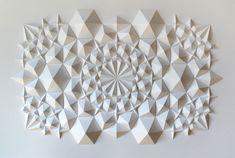 Escultura de papel Ara117. Matthew Shlian / 2012