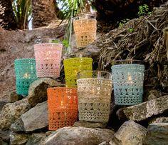Häkelhüllen für Windlichter Vase, Crochet Home, Pillar Candles, Firewood, Make It Simple, Home And Garden, Vintage, How To Make, Shells