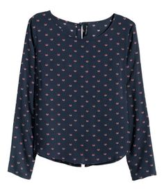 Long-sleeved blouse in a soft weave with a print pattern, covered buttons at the back and a slightly wider neckline.