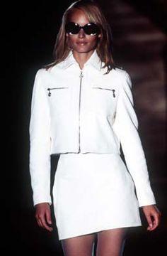 Versace F/W 1995/'96 Model: Amber Valletta (Source: freeforumzone.leonardo.it)