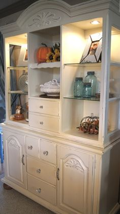 Hutch and chalk paint- Painted hutch