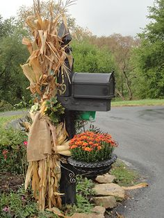 Thanksgiving mailbox decoration ideas from Speedy, Nifty (and Thrifty) Fall Decorating | Iowa Gardener Magazine eNewsletter