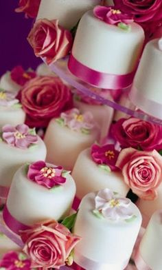 wedding cakes - I love the idea of a bunch of small wedding cakes