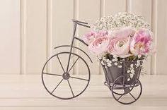 macetero en forma de triciclo antiguo