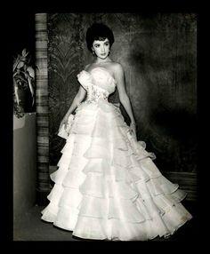 Oh, my!! Elizabeth Taylor!