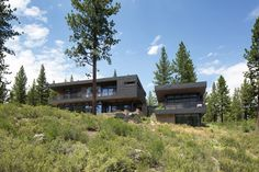 Completed in 2012 in Truckee, United States. Images by Roger Davies. Located north of Lake Tahoe in the Martis Camp residential community, the three-level Schroeder Court Residence maximizes mountain vistas. The house...