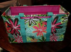 Stand tall insert for large utility tote. Only available for hostesses in December!