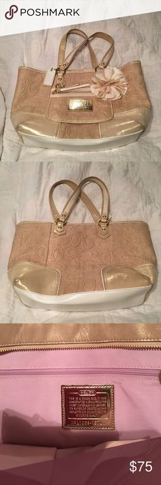 """Coach Poppy Shimmer Gold and Linen Tote 15.5""""X 10""""X3.5"""" Most beautiful bag I've seen. Small front pocket with beautiful flower . Zip top. Large zip on inside with 2 small slip pockets. Gold tone hardware. Handle drop is 8"""". Comes with a dust bag for protection. No rips or tears on this bag. Coach Bags Totes"""