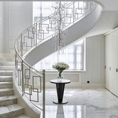 Big window behind stairs so appear not fully connected. Different railing and not wood steps stairs 40 Awesome Modern Stairs Railing Design for Your Home Modern Stair Railing, Stair Railing Design, Stair Handrail, Staircase Railings, Curved Staircase, Railing Ideas, Staircases, Bannister, Glass Handrail