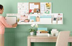 aménagement bureau avec peinture murale verte et décoration