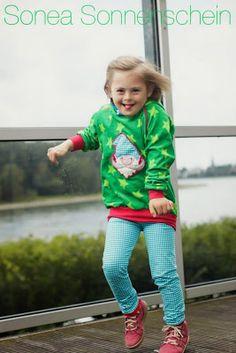 Stoff: Nicki Stars von Lillestoff  Schnitt: Minikrea 30212 Stickappli: Carlitos von Lila Lotta bei Huups