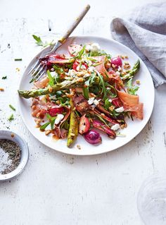 This seasonal salad recipe features asparagus and radishes