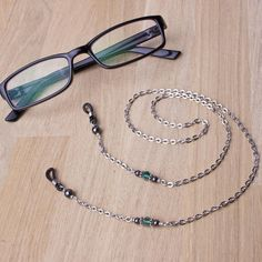 Eyeglasses chain - hematite and green bead glasses chain Gifts For Readers, Eyeglass Holder, Jewelry Design, Unique Jewelry, Glass Necklace, Eyeglasses, Eyewear, Jewelry Making, Beads