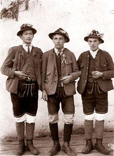 In der Mitte von Österreich ist das Stodertal: Von den Trachten im Stodertal, so wie sie früher getragen wurden und heute getragen werden