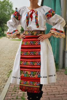 Folk Costume, Costumes, Stella Jean, Mens Fashion, Fashion Outfits, African Dress, Traditional Dresses, Romania, Europe