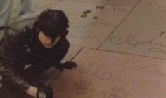 GD at Marilyn Monroe's handprints outside of the Chinese Theatre