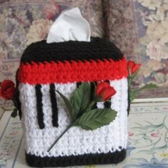 Musical Roses Tissue Box free crochet pattern