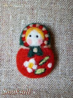 Broche  laine feutrée poupée russe