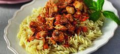 voutirates vides me saltsa ntomatas k kotopoulo_slider Sliders, Pasta Salad, Spaghetti, Good Food, Chicken, Meat, Ethnic Recipes, Greece, Crab Pasta Salad