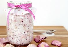 DIY tip pre krásu: Domáci peeling z lupienkov ruží Peeling, Jar, Tips, Decor, Dekoration, Decoration, Home Decoration, Deco, Decorating