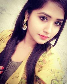 Bhojpuri Actress kajal raghwani selfie in HD Beautiful Girl Wallpaper, Beautiful Girl Photo, Beautiful Girl Indian, Beautiful Women, Beautiful Saree, Beautiful Flowers, Stylish Girls Photos, Stylish Girl Pic, Stylish Boys