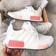 Adidas sneakers Source by ideshmeilhiindr - Nike Crazy Shoes, Me Too Shoes, Souliers Nike, Sneakers Fashion, Fashion Shoes, Fashion Outfits, Adidas Fashion, Fashion Advice, Basket Mode