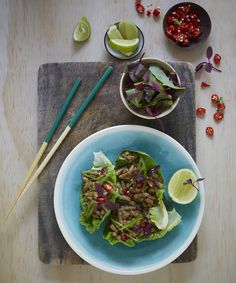 Lettuce leaves with meat-free mince
