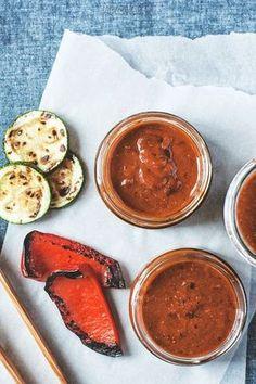 Śliwkowy sos BBQ i inne sosy na grilla Dip Recipes, Cooking Recipes, Healthy Dishes, Healthy Recipes, Bio Food, Organic Recipes, Ethnic Recipes, Chana Masala, Food Inspiration