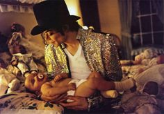 """13 de febrero de 1997 - En El Hospital Cedar Sinai Medical Center de Los Angeles, nace Prince Michael Joseph Jackson Jr. Ese día, Michael estaba filmando el video Blood On The Dance Floor. Su estilista, Michael Lee Bush, comentó: """"Michael se fue antes de que termináramos totalmente porque Prince iba a nacer. La mirada en los ojos de Michael cuando recibió el aviso de que estaba llegando… Inolvidable."""""""