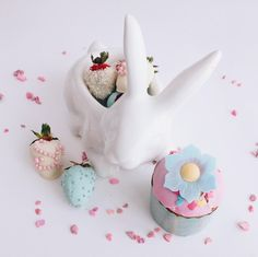 285 отметок «Нравится», 5 комментариев — Клубника в шоколаде СПб (@myberries.spb) в Instagram: «С праздником светлой Пасхи!  #easter #пасха #rabbit #кролик #кулич #чтоподарить #callebaut…»
