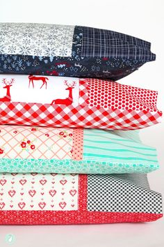 If you love sewing, then chances are you have a few fabric scraps left over. You aren't going to always have the perfect amount of fabric for a project, after all. If you've often wondered what to do with all those loose fabric scraps, we've … Sewing Hacks, Sewing Tutorials, Sewing Crafts, Sewing Tips, Sewing Ideas, Christmas Crafts Sewing, Dress Tutorials, Sewing Pillows, Sewing Pillow Cases