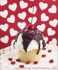 Vanilla Chocolate Sundae Cupcake - Valentine's Day Cupcake Decorating