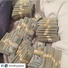 Money flows to me in avalanches of abundance