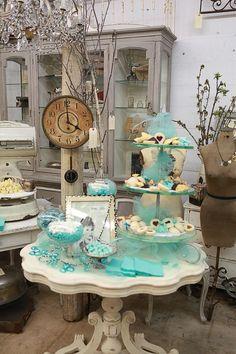 Tiffany display, love it! Gift Shop Displays, Market Displays, Craft Show Displays, Store Displays, Display Ideas, Vintage Market, Vintage Shops, Antique Booth Displays, Booth Decor