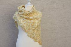 #Mode #Accessoires #Tuch #gelb #meliert #weiß #Schal #gehäkelt  Hier ein Exemplar der Kollektion Tücher: dieses Mal ein besonders edles und elegantes Exemplar aus sog. Eskimowolle (45 % Wolle und...