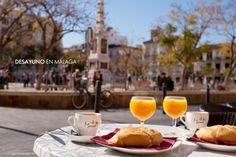 Buenas días! Een goede morgen in Málaga begint zo…. Lekker ontbijten bij een (koffie) bar. Geniet van een bruisende stad die 's morgens op gang komt. Heerlijk!  Op beleefmalaga.nl kun je leuke plaatsen vinden waar wij graag ontbijten in Málaga.