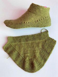 Knit Or Crochet, Lace Knitting, Crochet Hats, Knitted Booties, Knitted Slippers, Addi Knitting Machine, Beginner Knitting Patterns, Sewing Patterns, Knit Slippers Free Pattern