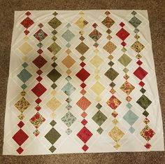 Chandelier Quilt Made Lisa Gallup Pattern From Charm with regard to She Can Dance Quilt Pattern Charm Pack Quilt Patterns, Quilt Square Patterns, Charm Pack Quilts, Charm Quilt, Hexagon Quilting, Quilting Ideas, House Quilt Block, Big Block Quilts, Quilt Blocks