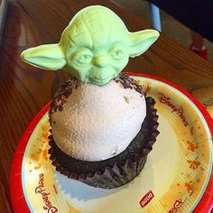Use the force and make these tasty Yoda cupcakes you will.