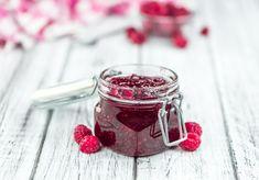 Pet minuta za džem od malina i chia sjemenki chefa Gordona Ramsaya Biscuits, Raspberry, Canning, Fruit, Vegetables, Food, Macarons, Raspberry Recipes, Healthy Eating Recipes