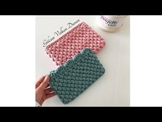 This is a super easy to crochet Ribbed Hat. This Crochet. Crochet Handbags, Crochet Purses, Crochet Bags, Crochet Wallet, Crochet Shirt, Crochet Hood, Knit Crochet, Purse Patterns, Crochet Patterns