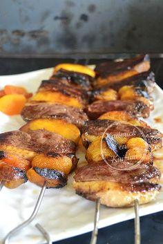 Brochettes de canard aux pêches et abricots cuitent à la plancha - recette plancha