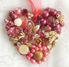 Coração de botões e pérolas
