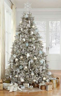 Top 30 Amazing Christmas Tree Designs You Can't Miss Out Rose gold and bush pink flocked Christmas tree; Blue and white Christmas Tree; White Flocked Christmas Tree with Velvet Ribbon; Teal and white Christmas tree. White Christmas Tree Decorations, Elegant Christmas Trees, Silver Christmas Tree, Christmas Tree Design, Noel Christmas, Christmas Lights, Wedding Decorations, Vintage Christmas, Christmas Mantles