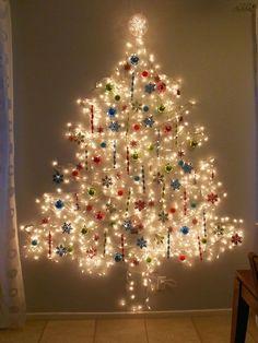 Albero di Natale da parete fai da te con le luci