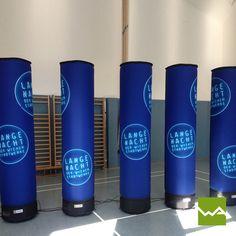 Aufblasbare Werbesäulen für Wiener Stadtwerke von die Werbearchitekten Red Bull, Energy Drinks, Beverages, Canning, Gateway Arch, Light Fixtures, Home Canning, Conservation